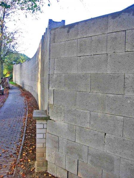 Nová opěrná zeď-téměř hotová